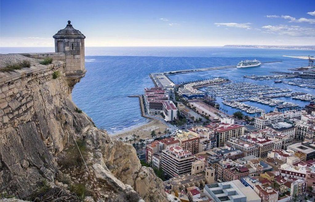 La imagen tiene un atributo ALT vacío; su nombre de archivo es Que-debes-ver-si-visitas-Alicante-en-2021-1-1024x658.jpg